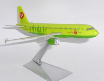 Airbus A320 S7 Siberia Airlines Russia Collectors Official Model Scale 1:200 JG